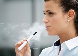CRO_health_e-cirgarettes_girl_smoking_11-13